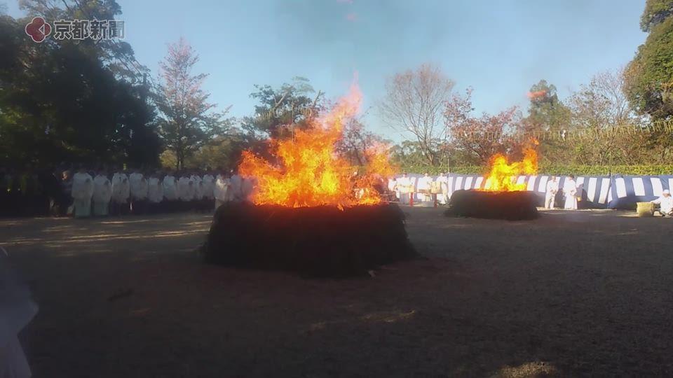 伏見稲荷大社の火焚祭(2019年11月8日、京都市伏見区)