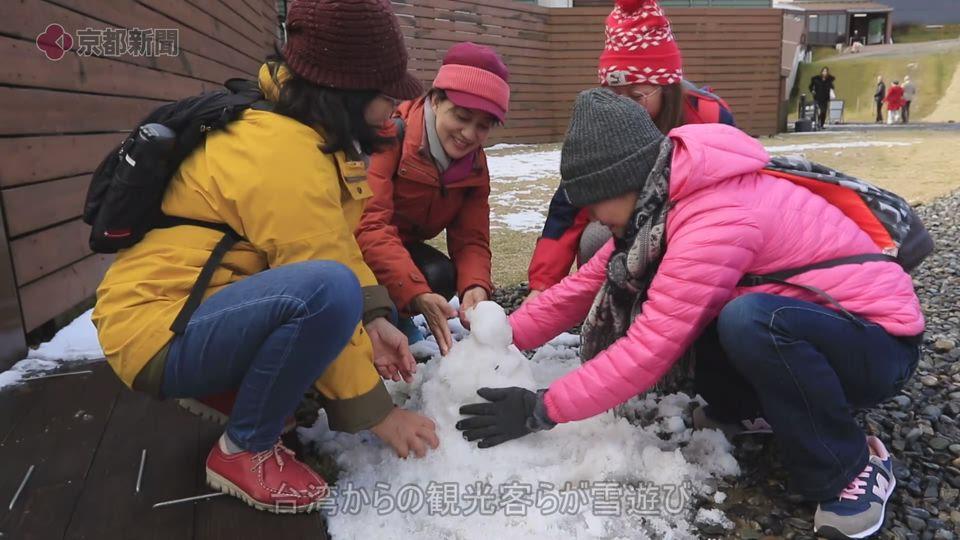 比良山系で初冠雪(2019年11月21日、大津市)