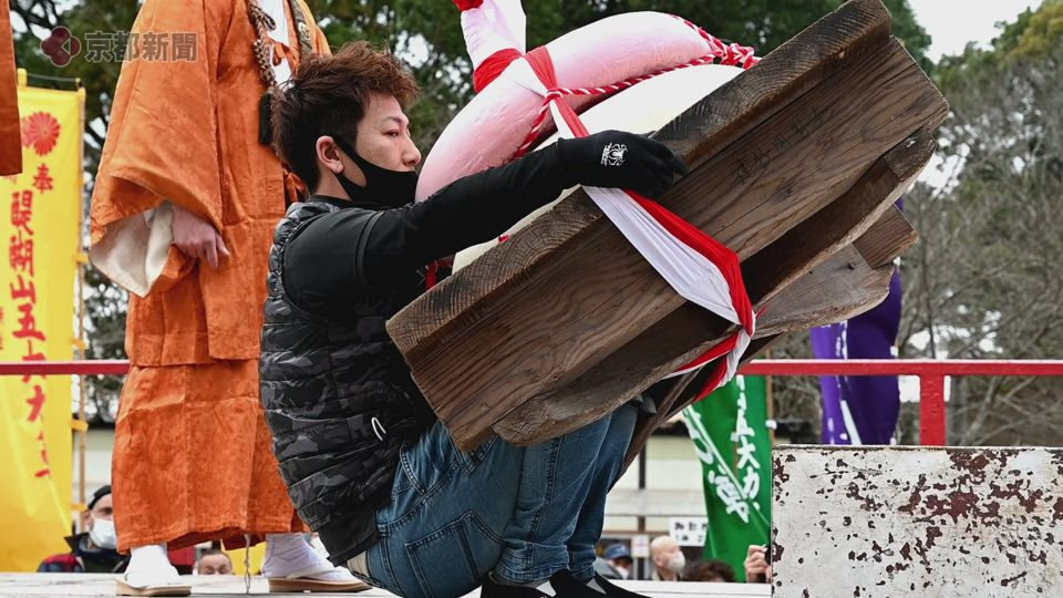 五大力尊仁王会「餅上げ力奉納」(2021年2月23日 京都市伏見区・醍醐寺)